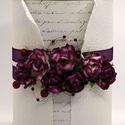Díszdoboz - Burgundi, Dekoráció, Esküvő, Otthon, lakberendezés, Tárolóeszköz, Oldalán 7, tetején 3 burgundi lila, eperfából készült papírrózsák a díszei ennek a dobozna..., Meska