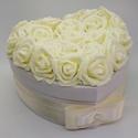 Rózsadoboz - Törtfehér szépség, Esküvő, Otthon, lakberendezés, Szerelmeseknek, Nászajándék, Festett tárgyak, Virágkötés, Megvan az ajándék és egyedi csomagolásban adnád át? Van egy doboznyi édességed, de a bolti csomagol..., Meska