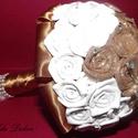 Arany-Fehér Menyasszonyi/Ékszer csokor, Esküvő, Esküvői csokor, Virágkötés, Mindenmás, Dekorgumiból készített rózsák az alapja de felhasználtam még: - fém ékszert - strasszokat - szatént..., Meska