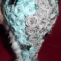 Kék-Szürke Menyasszonyi/Ékszer csokor, Esküvő, Esküvői csokor, Virágkötés, Mindenmás, Az alapja szaténszalagból hajtogatott rózsa, de felhasználtam még: - pet palackból készített pillan..., Meska