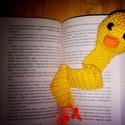Quacktastic Kacsás Könyvjelző, Mindenmás, Játék, Furcsaságok, Csináld magad leírások, Horgolás, Megrendelésre készítettem egy amigurumi kacsás könyvjelzőt. A fejét darált szivaccsal tömtem ki.  A..., Meska