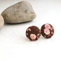 Őszi rózsakert MINI textil fülbevaló - Neked való sorozat, Ékszer, Fülbevaló, Bedugós fülbevaló barna alapon púderrózsaszín rózsákkal. Minőségi patchwork anyagból készítettem.   ..., Meska