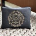 Fekete Mandala, Fekete textilbőrből készült neszesszer.  A hí...