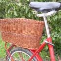 Bringáskosár biciklire, Otthon, lakberendezés, Tárolóeszköz, Fonás (csuhé, gyékény, stb.), Ovális fonott biciklis kosár. A kosár hántolatlan fűzvesszőből készül, alja farost lemez. Mellékele..., Meska