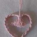 Fonott szívecske, Dekoráció, Dísz, Fonott szívecske rózsaszínben (vagy amilyenben szeretnéd), akasztóval. Magassága kb. 7 cm. Nag..., Meska