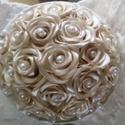 Vajszínű rózsacsokor, Esküvő, Esküvői csokor, Kézzel készített, szatén rózsákból álló csokor, melynek köszönhetően a virágok tökéle..., Meska
