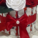 Kinder rózsadoboz, Dekoráció, Dísz, Virágkötés, Fehér és piros színű rózsákkal díszített doboz ,mely kinder csokiszeletekkel van díszítve A doboz 1..., Meska