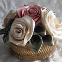 Púder és vaj színű rózsadoboz, Dekoráció, Esküvő, Dísz, Esküvői dekoráció, Virágkötés, Kézzel készített vaj és púder színű rózsákkal töltött box ,mely 5 db virágot tartalmaz  Különleges ..., Meska