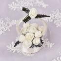 Ajándék virágkosár, Dekoráció, Esküvő, Dísz, Esküvői dekoráció, Virágkötés, Nyers színű   rózsákkal díszített kis kosár,melyben 13 db virág van. Mérete átmérő10cm, magassága 1..., Meska