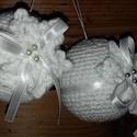 Hófehér és ezüst duó-Horgolt karácsonyfadísz, Dekoráció, Karácsonyi, adventi apróságok, Ünnepi dekoráció, Karácsonyfadísz, 7 centis gömbök behorgolva és díszítve.A páros egyik fele hófehér,a másik kis ezüsttel bolondítva...., Meska