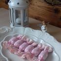 Rózsaszín,pöttyös szaloncukorcsomag, Dekoráció, Karácsonyi, adventi apróságok, Ünnepi dekoráció, Karácsonyi dekoráció, Rózsaszín pöttyös pamutvászonból,hímzett pamutszalaggal díszített textilcukorkák.10 cm a hosszuk,töm..., Meska