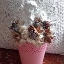 Fehér angyalos RÓZSASZÍN asztaldísz, dísz, Dekoráció, Otthon, lakberendezés, Ünnepi dekoráció, Asztaldísz, Virágkötés, Az alapot egy rózsaszín csipke szegélyű kaspó adja, melyet száraz tűzőhabbal béleltem ki. A dísz kö..., Meska