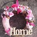 HOME FELIRATOS  kopogtató, ajtódísz, fali dísz, Dekoráció, Otthon, lakberendezés, Ajtódísz, kopogtató, Koszorú, Virágkötés, Mindenmás, Egyedi ajtódíszt készítettem. Az alapot bevontam rózsaszín anyaggal és zsákvászonnal, majd virágoka..., Meska