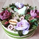 MADÁRKÁS  tarka-lila ASZTALDÍSZ, DÍSZ  , Dekoráció, Otthon, lakberendezés, Koszorú, Asztaldísz, Mű boglárka virágból, termésekből és sok-sok mű zölddel készült virágbox, doboz asztaldísz. Méret: 2..., Meska
