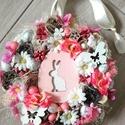 Tavaszi nyuszis-virágos AJTÓDÍSZ, KOPOGTATÓ, Tavaszi ajtódísz apró színes virágokkal, goly...
