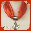 Ékszerkendő - narancssárga, ezüst színű medál, Az ékszer a következő alapanyagokból készült...