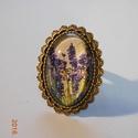 Levendulás gyűrű, Ékszer, óra, Gyűrű, Ékszerkészítés, Antikolt bronz színű, üveglencsés gyűrű. Alkalmi ruházathoz, és lezserebb stílushoz egyaránt jól mu..., Meska