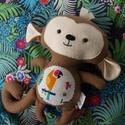 Vidám majmocska figura, Baba-mama-gyerek, Játék, Otthon, lakberendezés, Plüssállat, rongyjáték, Ez a kis rosszcsont majmocska ideális hangulatjavító dekoráció, vagy szuper ajándék is lehet! Pamutv..., Meska