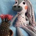 Frizurázható póni, lovacska, ló textil figura, Baba-mama-gyerek, Játék, Plüssállat, rongyjáték, Pónimániásoknak ideális kis társ lehet ez a kedves lovacska figura. Pamutvászonból, gyapjúfilcből ké..., Meska