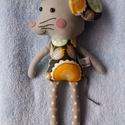 Egér textilfigura, kisegér, Játék, Dekoráció, Plüssállat, rongyjáték, Kisegér figura, aki nagyon kedves ajándék lehet kicsiknek, nagyoknak. Virágmintás amerikai designer ..., Meska