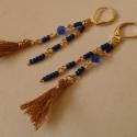 Egyiptomi hangulat - rojtos fülbevaló, Ékszer, Fülbevaló, Ezt a darabot az egyiptomi gyöngyékszerek ihlették. Az arany szín, a rojt és az azúrkék színjátszó g..., Meska