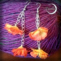 Kis virágos fülbevaló, Ékszer, Fülbevaló, Kis selyemvirágokból készült fülbevaló, élénk narancsos sárgás színben. Igazán feltűnő darab, mégis ..., Meska