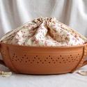 Kenyértartó,  apró virágos zsákkal, Az edény terrakotta részét korongoztam, majd ov...