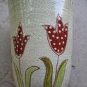 Piros tulipános pohár, Konyhafelszerelés, Bögre, csésze, Vidám tulipánok beszélgetnek a kezedben miközben iszod a finom italt. Jól körbefoghatod, mert ..., Meska