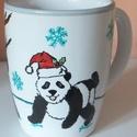 Pandás karácsonyi bögre, Konyhafelszerelés, Bögre, csésze, Festett tárgyak, Pandákat ábrázoló kézzel festett egyedi bögre A termék kerámia filccel készült, mosogatógépben is m..., Meska