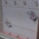 Ékszertartó rózsás szekrény, Bútor, Otthon, lakberendezés, Szekrény, Tárolóeszköz, Decoupage, szalvétatechnika, Festett tárgyak, 50x100 cm-es fali ékszertartó szekrényke, ami fából készült. Akrilfestékkel, decoupage technikával,..., Meska