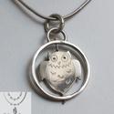 Pörgő bagoly medál 925-ös ezüstből, Ékszer, óra, Medál, Fémmegmunkálás, Ékszerkészítés, Ezt a bagoly medált 925 ezüstből készítettem. Tömege 4,4 gramm, átmérője majd 2,3 cm. A körön belül..., Meska