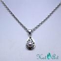 Levélmintás ezüst medál, lila gyönggyel, Ékszer, Medál, Ezüst medál, amely 1,5 g sterling ezüstöt tartalmaz. A felülete kalapálással levélmintával díszített..., Meska