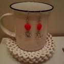 Szives-virágos fülbevaló, Ékszer, Fülbevaló, Szives, virágos fülbevaló. Piros, műanyag szív gyöngy és fém virág fityegő. A fülbevaló ..., Meska