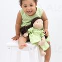 Waldorf baba és azonos anyagból készült kislány ruha- zöld, Játék, Ruha, divat, cipő, Baba, babaház, Gyerekruha, Baba- kislány ruha páros.  A baba: Természetes alapanyagokból készült kb. 36 cm magas Waldorf jelleg..., Meska
