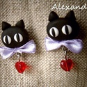 Cicás - fülbevaló, Ékszer, Valentin napra, Fülbevaló, Szerelmes cica fülbevaló.  A cicát süthető gyurmából készítettem, majd szalaggal, és szív alakú gyön..., Meska