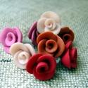 Rózsacsokor, meleg színekből , Ékszer, Fülbevaló, Süthető gyurmából, kézzel, sablon nélkül készült mini rózsás fülbevalók.   Meleg színekből összeállí..., Meska