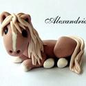 Tortadísz, Dekoráció, Ünnepi dekoráció, Sokunk kedvence a ló. Most a torta éke lehet. Időtálló, tortadísz.    Mérete: 3,5 * 5 cm.  Köszönöm,..., Meska