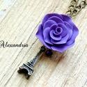 Eiffel -tornyos nyaklánc, Ékszer, Medál, Nyaklánc, Különleges nyakláncot készítettem. Saját kézzel, sablon nélkül süthető gyurmából készítettem rózsát,..., Meska