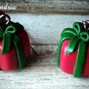 Karácsonyi fülbevaló, Ékszer, Karácsonyi, adventi apróságok, Fülbevaló, Süthető gyurmából készítettem karácsonyi ajándékdoboz fülbevalót. Nagyszerű lehet ajándékba karácson..., Meska