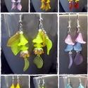 Virág fülbevaló, Ékszer, Fülbevaló, Ékszerkészítés, Ezüstözött száron lógó egyedi készítésű virágokkal és levelekkel díszített fülbevalókat készítettem..., Meska