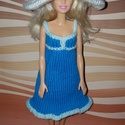 Barbie babaruha, Baba-mama-gyerek, Játék, Baba játék, Baba, babaház, Kézzel kötött, kék-fehér, Barbie babaruha, hozzáillő, fehér kalappal, Meska