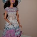 Barbie babaruha, Játék, Baba játék, Baba, babaház, Játékfigura, Horgolás, Horgolt Barbie babaruha hozzáillő kalappal és kézitáskával. A ruha 30 cm-es Barbie babára illik. A ..., Meska