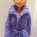 Barbie ruha, Kézzel kötött Barbie kardigán.
