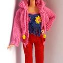 Barbie babaruha, Játék, Baba, babaház, Horgolt piros nadrág, sötétkék-rózsaszín-sárga-mintás top és rózsaszín kapucnis pulóver. A nadrág há..., Meska