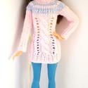 Barbie babaruha, Játék, Baba, babaház, Kötött rózsaszín csavartmintás pulóver, hozzáillő sapkával és lábszárvédővel. A pulóver hátul cipzár..., Meska