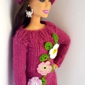 Barbie babaruha, Játék, Baba, babaház, Kötött pink pulóver horgolt színes virágokkal, hozzáillő sapkával. A pulóver hátul cipzárral záródik..., Meska