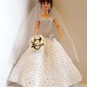 Barbie babaruha, Esküvő, Játék, Baba, babaház, Menyasszonyi ruha, Horgolt   menyasszonyi ruha fátyollal, csokorral, tüll alsószoknyával Barbie típusú babának. A ruha ..., Meska