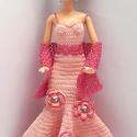 Barbie babaruha, Játék, Baba, babaház, Horgolt rózsaszín, sellő fazonú estélyi ruha Barbie típusú babákhoz, horgolt rózsa díszítéssel, csil..., Meska