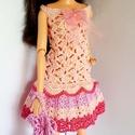 Barbie babaruha, Horgolt színes, csipke babaruha, hozzáillő kala...