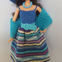 Barbie babaruha, Horgolt, kék színes, csíkos babaruha, hozzáill...